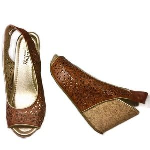 Kenneth Cole Reaction Lasercut Floral Wedge Size 7